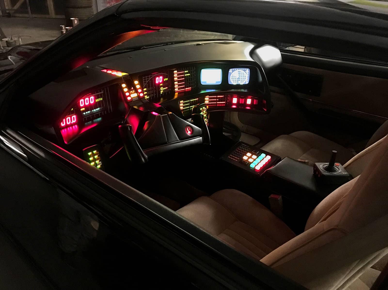 KITT Replika Dashboard Interior Knight of Germany im dunkeln